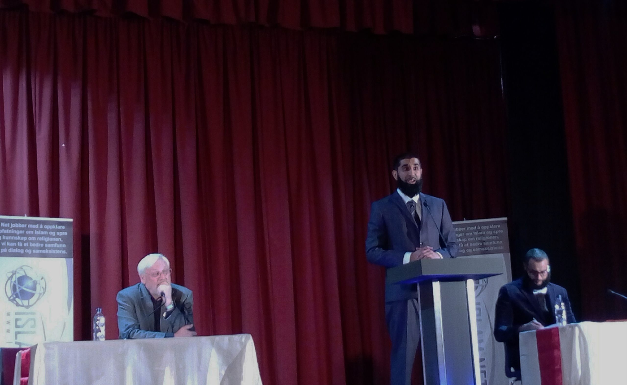 Debatt i regi av Islamnet.